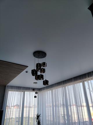 Белые матовые натяжные потолки на кухне в Одессе