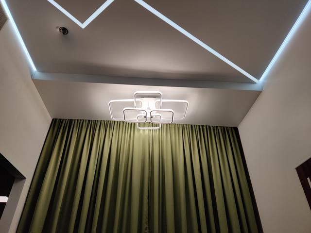 Натяжные потолки в спальне с подсветкой - Одесса