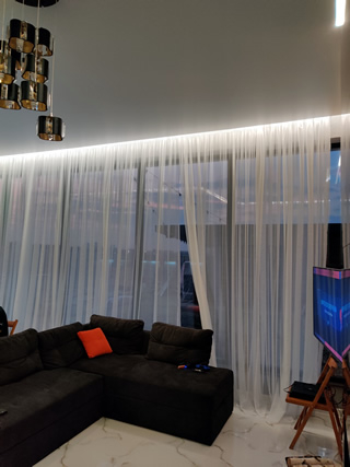 Натяжной потолок в Одессе с подсветкой в спальне