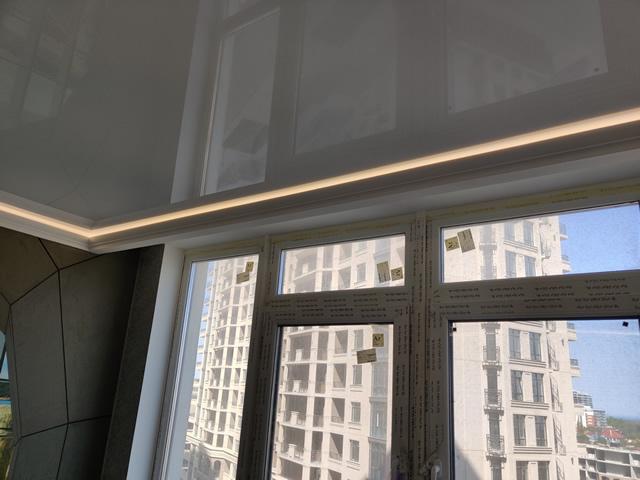 Натяжные потолки в Одессе с подсветкой по периметру глянцевые от Деми-Луне