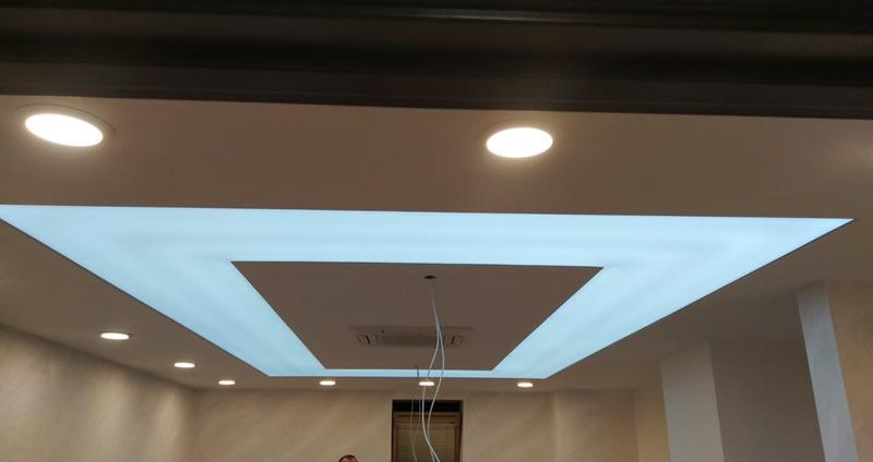 Натяжные потолки подсветка по периметру в Киеве