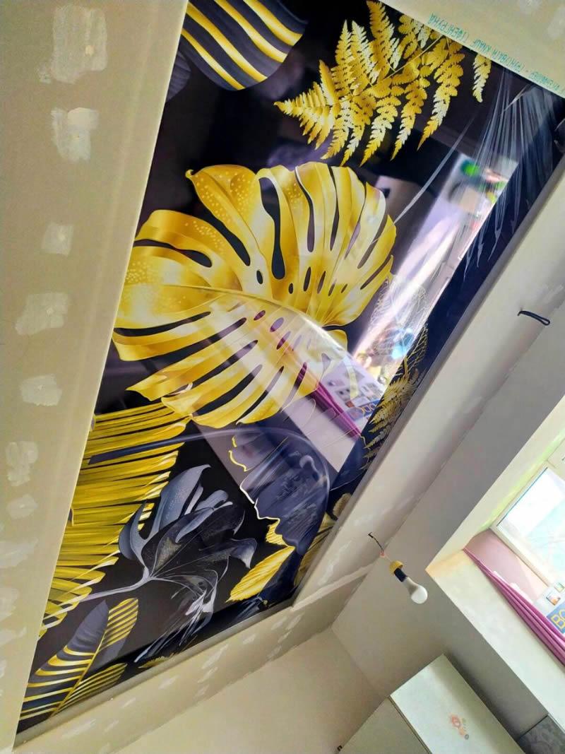 Натяжные потолки с фотопечатью тропических растений в Киеве на глянцевый ПВХ пленке