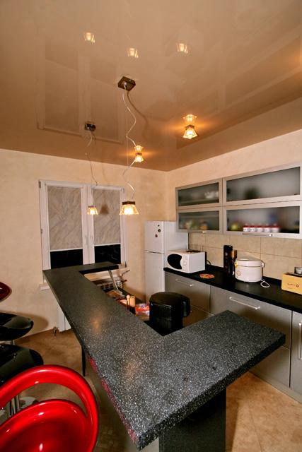 Натяжные потолки DEMI-LUNE на кухне