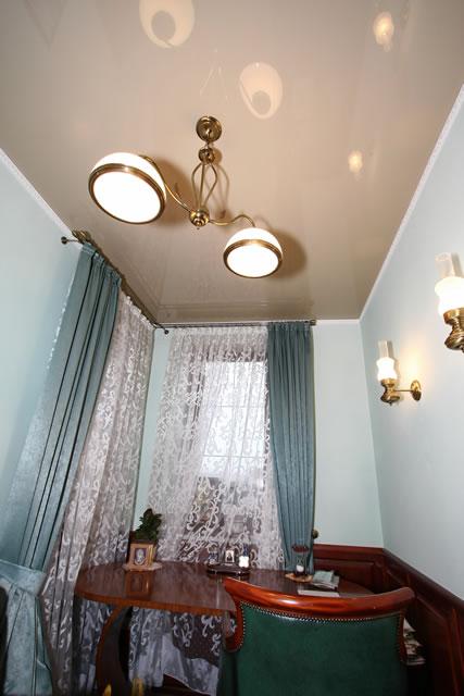 Натяжные потолки Demi-Lune в рабочем кабинете