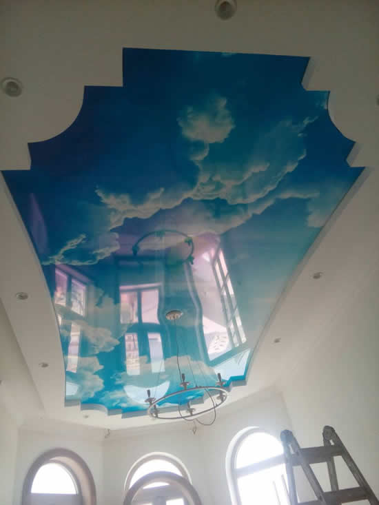 Натяжные потолки в Мексике с фотопечатью небо с облаками. Фото 1.